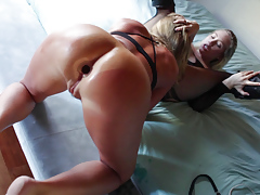 Two pretty lesbians have an erotic pussy... blonde lesbian porn